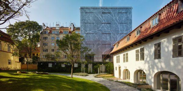 El 15 de septiembre se inauguró el complejo residencial Obecni Dvur con la presencia de Ricardo Bofill.